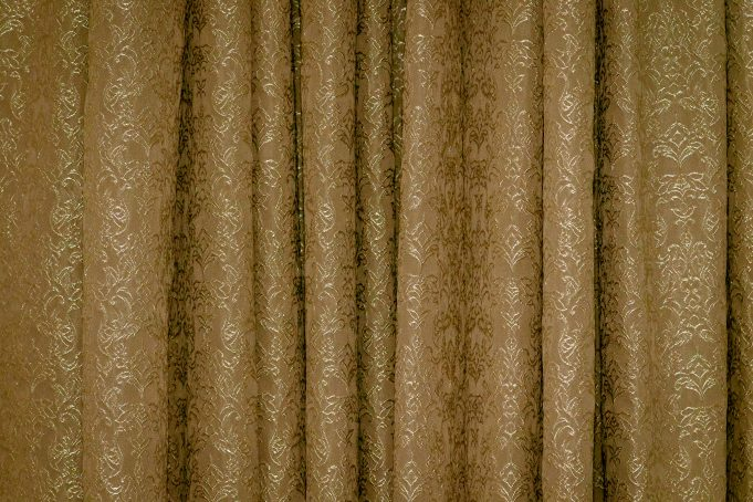 Draped Chique Shining Curtains