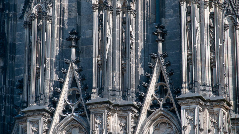 Köln cathedral facade texture