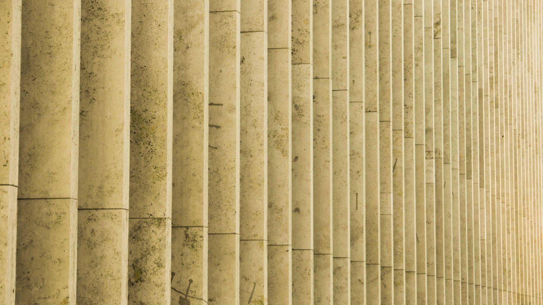New York wall repetition pillars