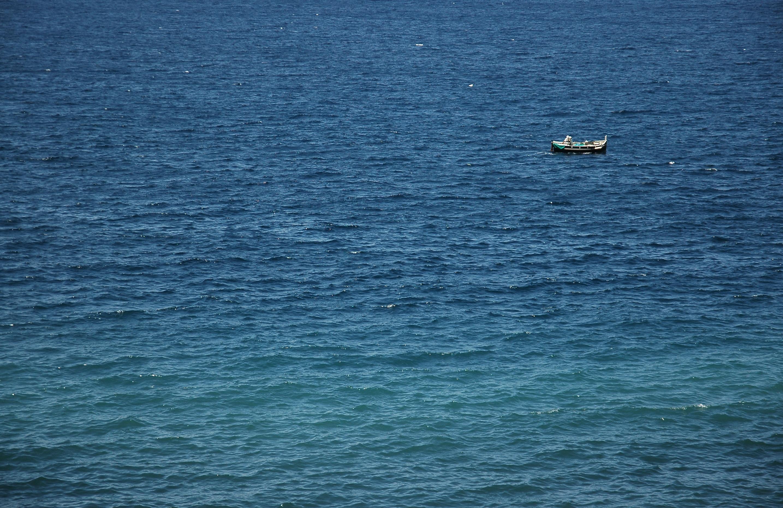 Single boat on wide ocean
